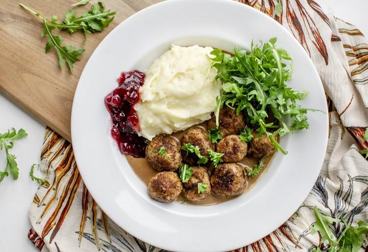 Svenske kødboller, kødboller, svensk mad, svinekød, svin & kalv, aftensmad, opskrifter, hakket kød, hakket svinekød, kartoffelmos