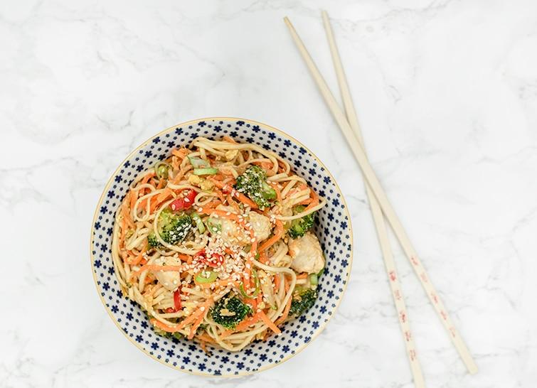 stir fry, thaimad, asiatisk mad, asian food, thai food, chicken, kylling, kylling med nudler, kylling med grønt, chicken & noodles, chicken & vegetables